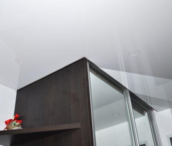 Установка натяжного потолка на шкаф-купе