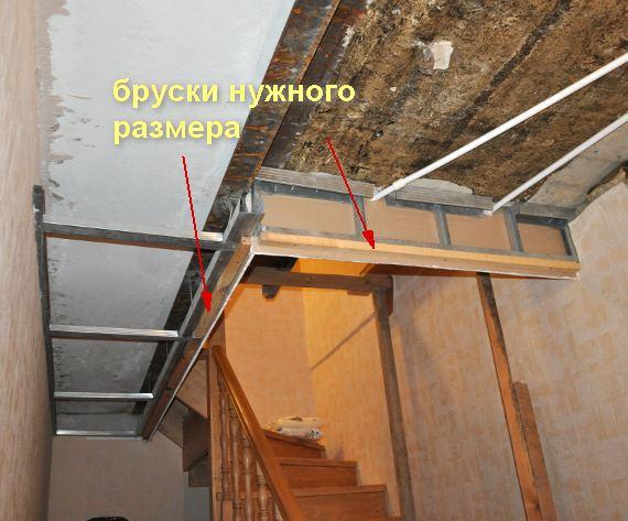 Установка натяжного потолка в проеме лестницы