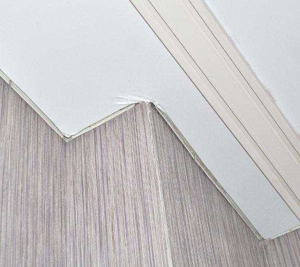 Потолочный плинтус для натяжных потолков виды - выбор и